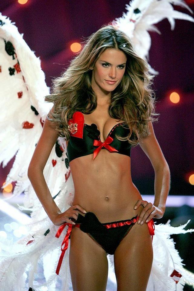 Victoria's Secret - Alessandra Ambrosio na pokazie w 2006 roku