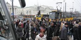 Horror w Warszawie! Ludzie stłoczeni, wściekli, spóżnieni... Centrum bez metra