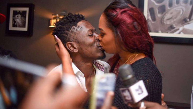 ___8330149___2018___5___2___13___Shatta-Wale-and-Michy-kiss