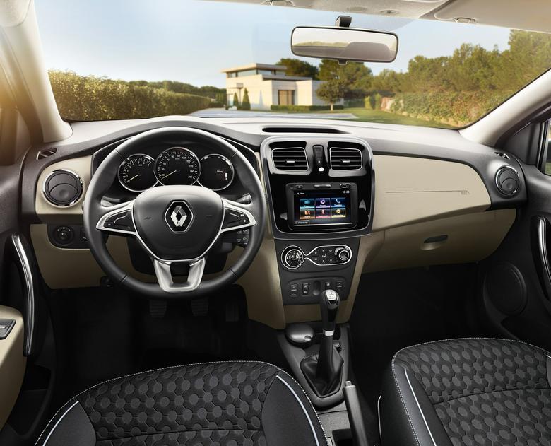 Wnętrze Renault Logan - zdmofyikowano m.in. kierownicę