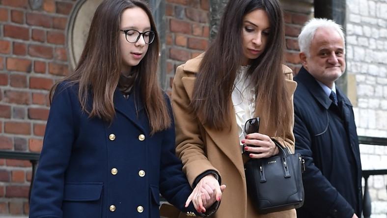 Córka tragicznie zmarłej pary prezydenckiej pojawiła się wczoraj z córkami przy grobie rodziców...
