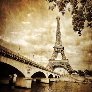 Paryżanie pozbyli się swoich aut. Masowo korzystają z bezosobowych wypożyczalni