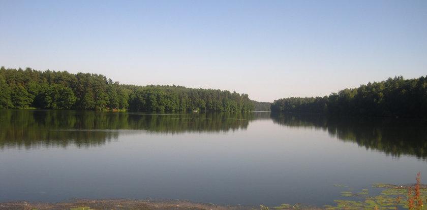 Zakończono poszukiwania 4 osób, w tym dzieci, na jeziorze pod Słupskiem