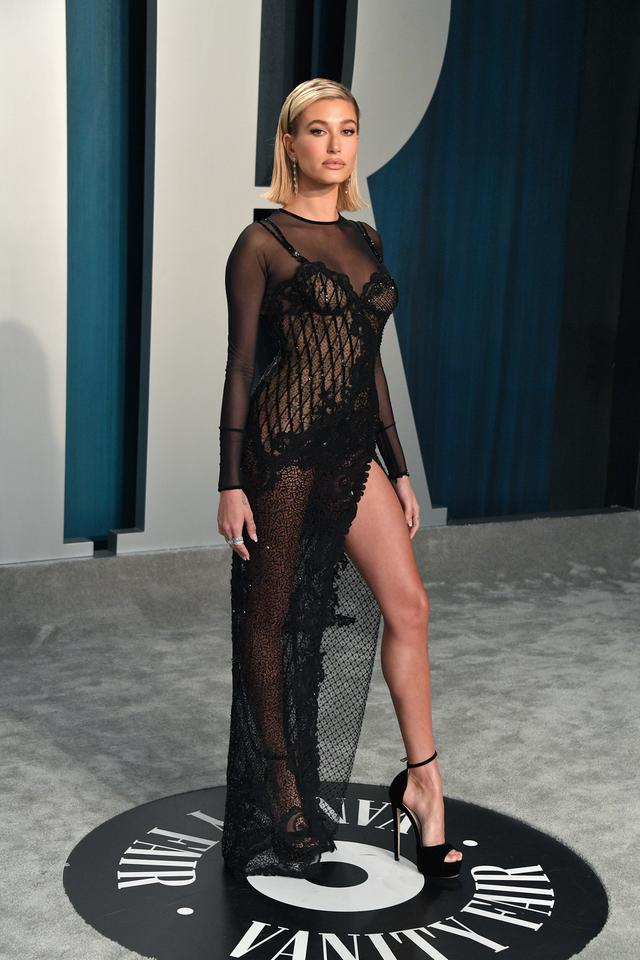 Oscary 2020: Hailey Bieber na Vanity Fair Oscar Party