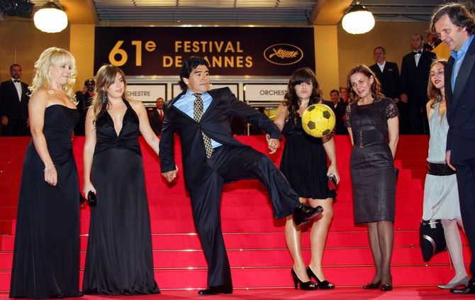 Maradona sa bivšom suprugom i ćerkama 2008. u Kanu