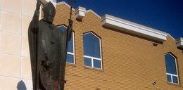 Zniszczono pomnik Jana Pawła II. To kolejny atak po ujawnieniu potwornej historii związanej ze szkołami katolickimi