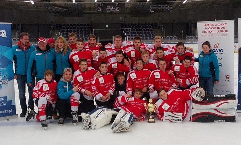 Młodzi hokeiści wygrywają w Szwecji