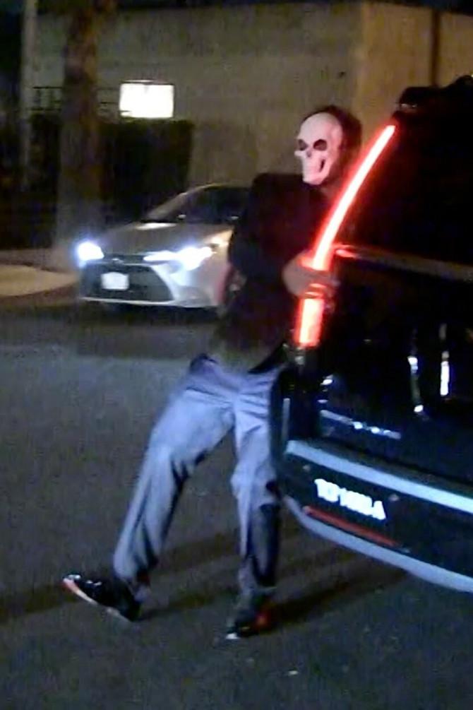 Ben Aflek nakon Unicef-ovog maskenbala jedva ušao u auto