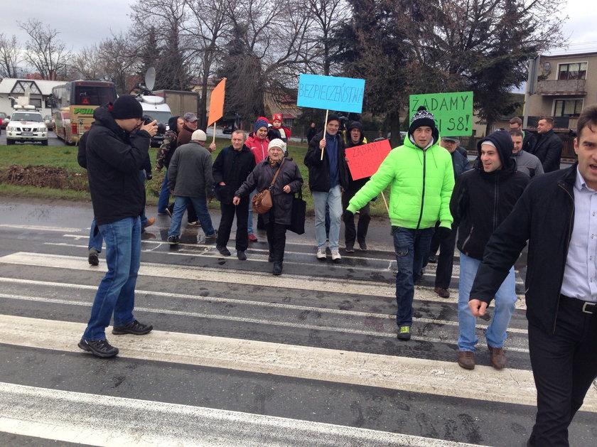 Blokada krajowej ósemki w Kobierzycach na Dolnym Śląsku
