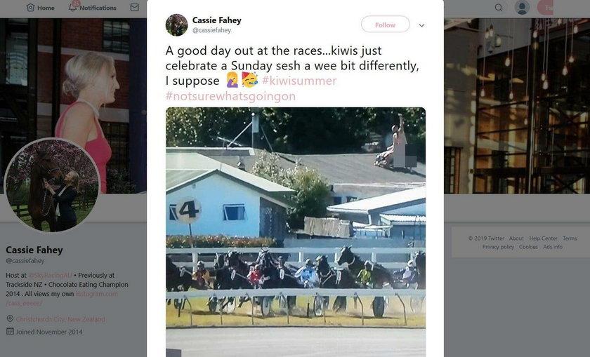"""Transmisja wyścigów zakłócona przez """"seks harce"""" na dachu"""
