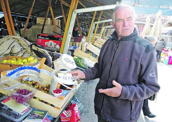 Petar Nikolić prodaje sastojke za vodnjiku