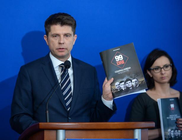 """Petru podsumowuje 100 dni rządów PiS. """"To dni propagandy, inwigilacji i łąmania konstytucji"""""""