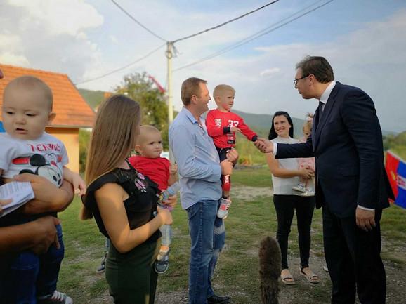 Vučić sa porodicom Kovačević