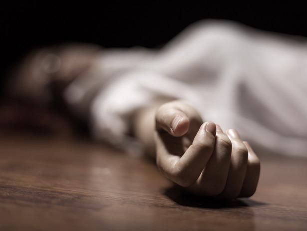Akt zgonu sporządza się na podstawie karty zgonu.