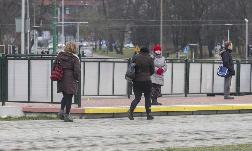 Radni chcą dać pół miliona na przejście na dworzec