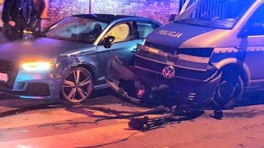 Audi rozbite o policyjny radiowóz