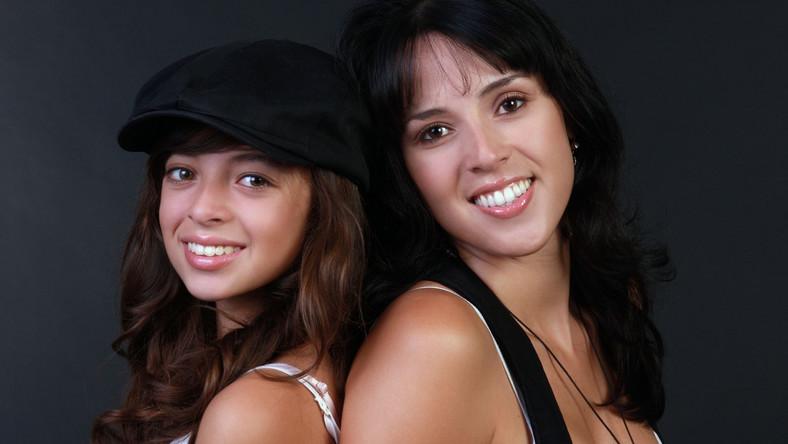 W dzieciństwie córki naśladują swoje matki, kiedy stają się nastolatkami, role ulegają odwroceniu i to matki naśladują niektóre ich zachowania