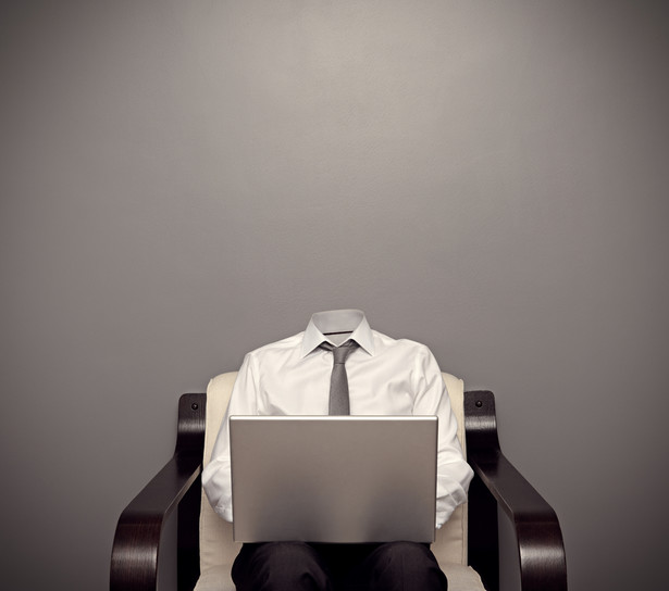 Zanim osoba rozpoczynająca pracę w służbie cywilnej otrzyma umowę na czas nieokreślony, będzie weryfikowana pod względem wykorzystywania wiedzy merytorycznej, doskonalenia zawodowego, organizacji pracy i orientacji na osiąganie rezultatów.