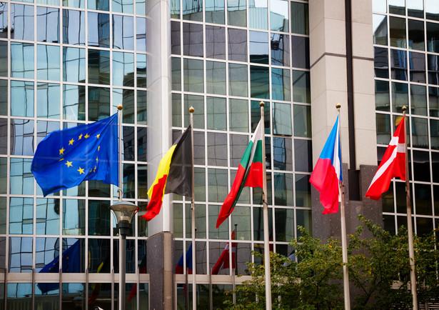 """""""Będziemy bronić Europy przeciwko tym, którzy nie grają zgodnie z zasadami. Unijni liderzy jasno postawią tę sprawę w Hamburgu, walcząc wszelkimi sposobami o prawa naszych eksporterów"""" - zapowiedziała komisarz."""