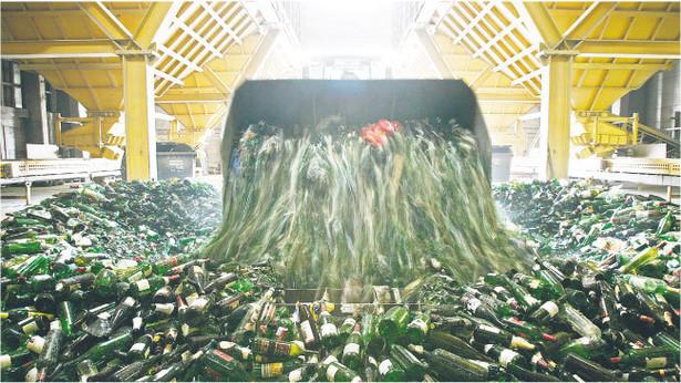 W myśl nowych przepisów pieczę nad odpadami mają przejąć gminy Fot. Forum