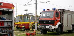 Strażacy i policjanci szkolą się w zajezdni tramwajowej