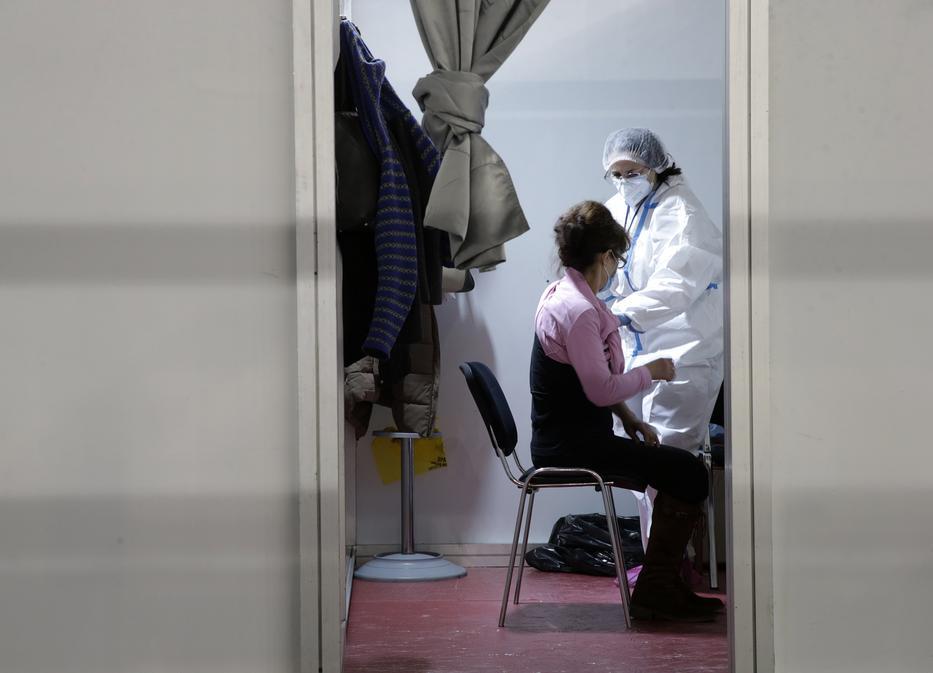 Szerbiában is ezzel a vakcinával oltják a lakosságot /Fotó: MTI/EPA/Andrej Cukic/