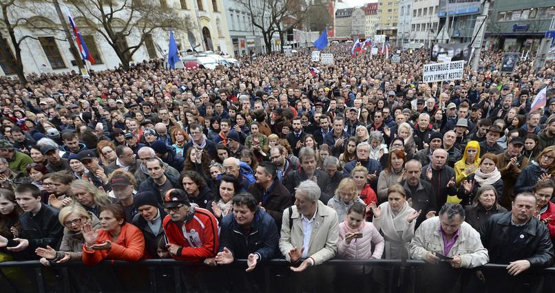 Ľudia stále bojujú za slušné Slovensko. a961bd2976c