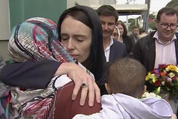 Premijerka tokom posete muslimanskoj zajednici nakon napada u Krajstčerču