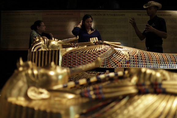 Replika Tutankamonovog sarkofaga na izložbi u Panami
