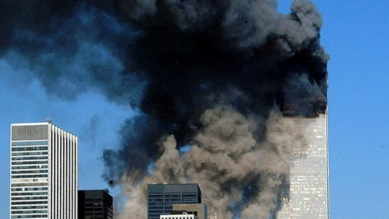 Po raz pierwszy pokazano niepublikowane dotąd zdjęcie z ataku terrorystycznego na World Trade Center z 11.09.2001 roku. Fotografie wykonano z lotniska w Newark - donosi serwis mirror.co.uk.