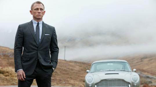 57b7bac1698ad Wszystkie garnitury Daniela Craiga w serii filmów o Jamesie Bondzie są  szyte na miarę