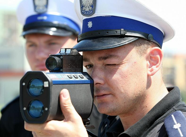 Policjanci z krakowskiej drogówki (zdjęcie ilustracyjne)