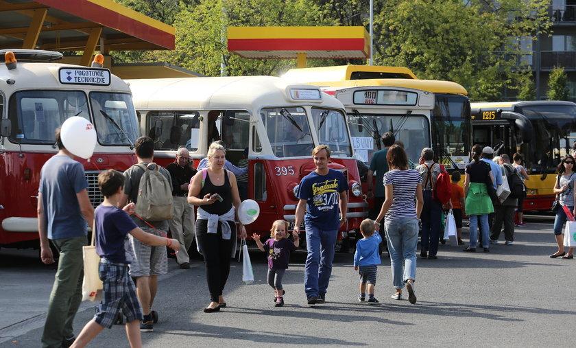 Święto miłośników komunikacji. W sobotę w zajezdni autobusowej przy ul. Woronicza odbyły się Dni Transportu Miejskiego