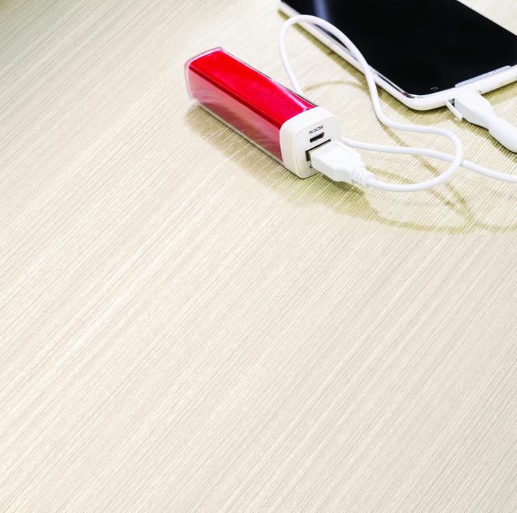 593185_stockphotosmartphonechargedbypowerbank243884029