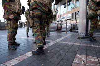 Polak zaalarmował policję w Brukseli. Trwa akcja służb, śmigłowiec krąży nad miastem