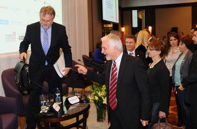 Vujović i Labus: Ček` da vidimo šta je u torbi...
