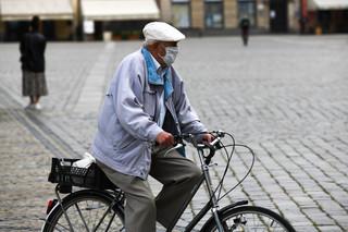 Maląg apeluje do seniorów o ograniczenie wychodzenia z domu