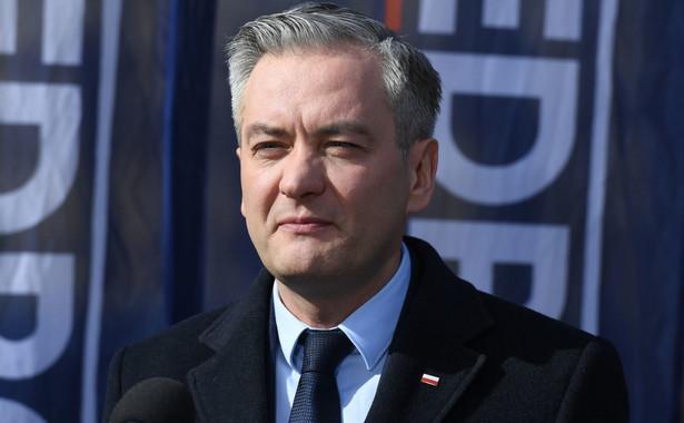 Jeżeli tylko jedna osoba, jeden listonosz, jeden pracownik poczty zarazi się przez tę akcję, szaleńczą akcję Jarosława Kaczyńskiego, żeby wysłać nas do tych wyborów, to Kaczyński i PiS będą mieli ich na sumieniu - oświadczył Biedroń