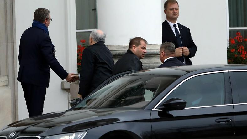 Prezesa PiS w drzwiach Belwederu powitał Krzysztof Szczerski