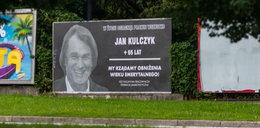 """""""Kulczyk nie dożył emerytury"""". Powiesili oburzający plakat"""