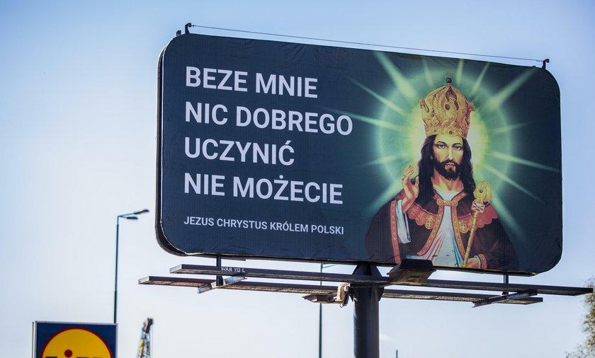 33 billboardy z Jezusem w koronie w największych miastach w Polsce