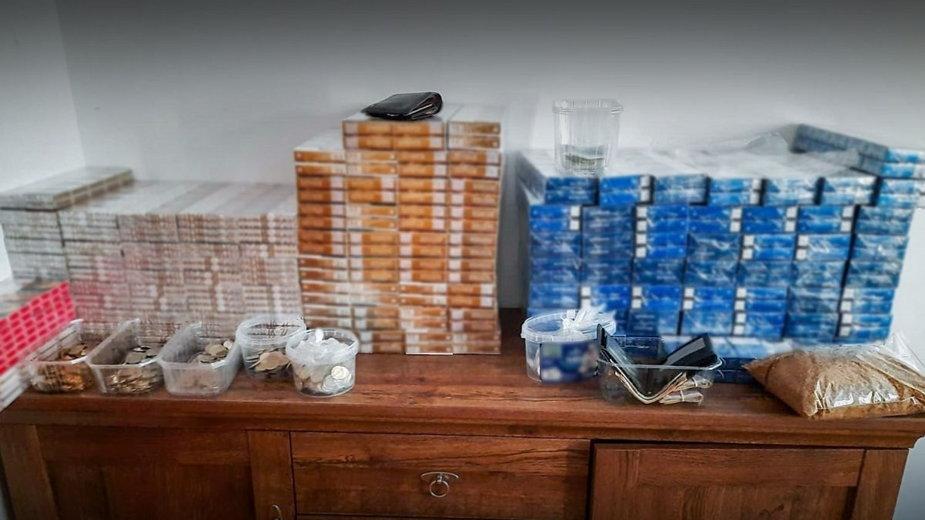 Nielegalne papierosy i tytoń w mieszkaniu 44-latka