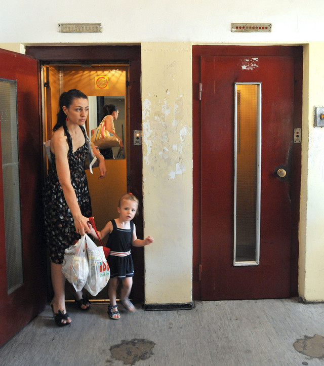 Majke se boje da se lift ne zaglavi