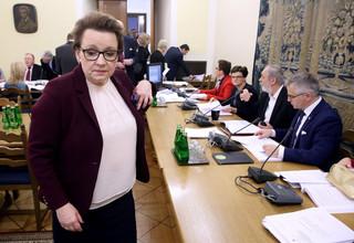 PO: minister Zalewska proponuje szkołę rodem z PRL-u
