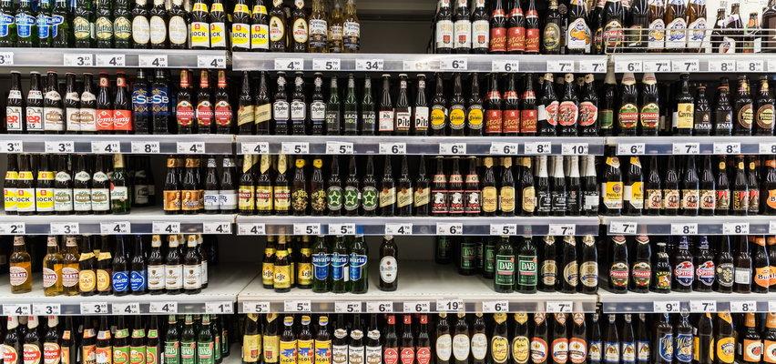 Polacy piją za dużo. Ponad połowa dorosłych nie uznaje piwa za alkohol