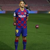 AUU, KAKAV BLAM! Novi napadač Barselone se pošteno OBRUKAO, navijači se pitaju da li je UOPŠTE FUDBALER!? A tek SABLASNO prazni Kamp Nou... /VIDEO/