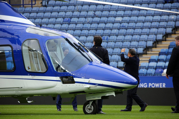 Trenutak kada Vičaj Šrivadanapraba ulazi u helikopter