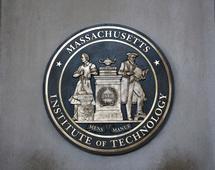 Tematykę związaną z kryptowalutami i blockchainem do swoich programów wprowadziły między innymi takie ośrodki akademickie, jak MIT, Uniwersytet Kalifornijski, Carnegie Mellon, Cornell czy Duke.