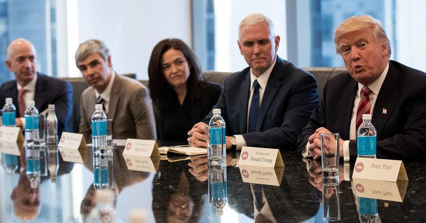 Od lewej: Jeff Bezos, Larry Page, Sheryl Sandberg, Mike Pence, Donald Trump