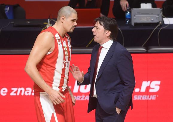Pomoćni trener Crvene zvezde Andrija Gavrilović i centar crveno-belih Majk Cirbes